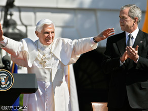 Pope Benedict XVI and President Bush greet thousands of guests on the South Lawn Wednesday.