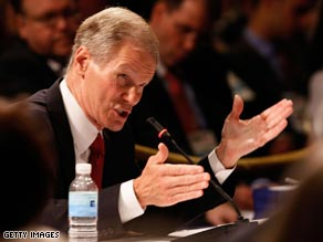 Sen. Bill Nelson, D-Florida, argues his point while speaking during the DNC meeting