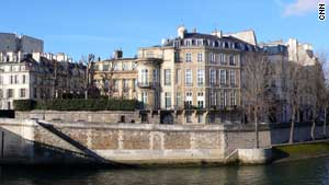 Prince Hamad bin Abdullah Al-Thani, the brother of the Emir of Qatar, bought Hôtel Lambert in 2007.