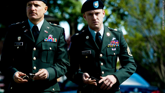 Woody Harrelson and Ben Foster appear in a new film as Army officers assigned to notify families of the deaths of loved ones.