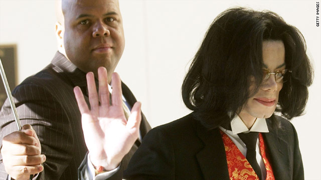 Michael Jackson attends his Santa Barbara trial in 2005