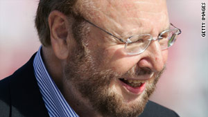Malcolm Glazer is the man to lead Manchester United to success according to Roy Cummings of the Tampa Tribune.