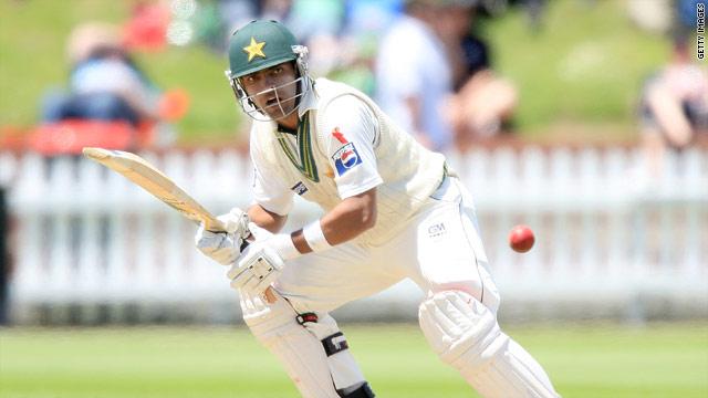 Umar Akmal was unbeaten on 48 as Pakistan eye a possible  surprise Napier Test win over New Zealand.
