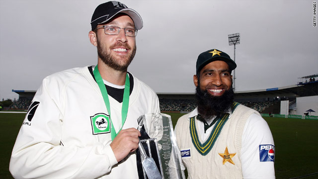Captains Daniel Vettori (left) and Mohammad Yousuf share the series trophy after the drawn Napier Test.