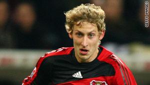 Stefan Kiessling opened the scoring for Leverkusen as they thumped Eintracht Frankfurt 4-0.