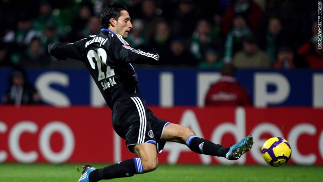 Striker Kevin Kuranyi puts Schalke on the way to a vital victory away to previously undefeated Werder Bremen.