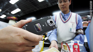 Many Japanese mobile phone users already purchase products in stores with their phones, a recent survey said.