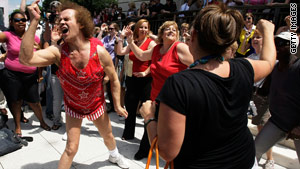 Exercise guru Richard Simmons offers fitness tips on Twitter.