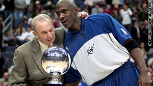 Abe Pollin congratulates Michael Jordan, then a Wizards player, on having scored 30,000 career points in 2002.