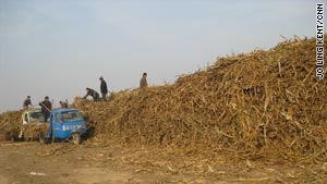 Shengchang uses corn stalks, tree bark and peanut shells to make pellets that can replace coal.
