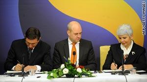 Left to right: Slovenian Prime Minister Pahor, Swedish Prime Minister Reinfeldt and Croatian Prime Minister Kosor.