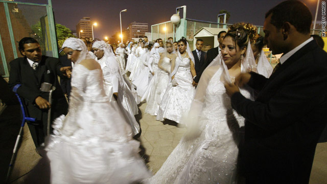 Egyptian couples arrive at a Cairo stadium for a collective wedding organised by Karme el-Islam association in 2007.