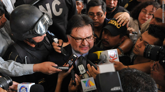 Former Guatemalan President Alfonso Portillo talkes to reporters outside court in Guatemala City in 2008.