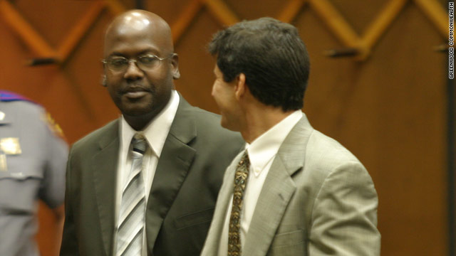 Curtis Flowers, left, talks with defense attorney Andre de Gruy during his fifth trial in 2008. That trial ended with a hung jury.