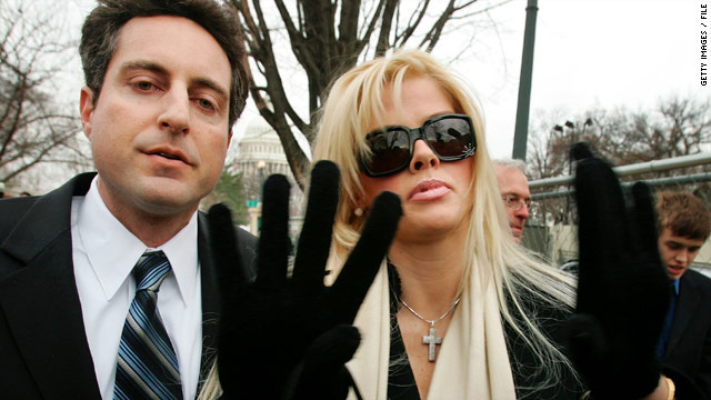 The Supreme Court is taking a second look at its ruling in the late Anna Nicole Smith's estate dispute.