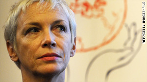 Singer Annie Lennox is lending her support to the UNAIDS' new women-focused campaign.