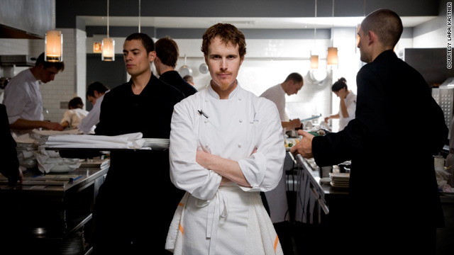 Grant Achatz's restaurant Alinea opened in Chicago, Illinois, in May 2005.