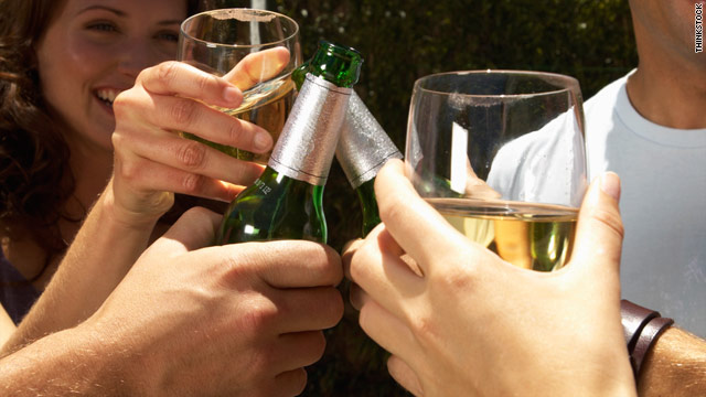 Between 1992 and 2002, the percentage of men and women who drank alcohol increased, a study found.