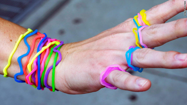 Silly Bandz are a new flirtation device for those in bars or clubs looking to meet other singles.