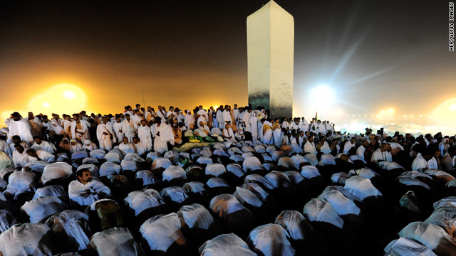Muslim pilgrims pray at Mount Arafat, southeast of the Saudi holy city of Mecca, on November 15, 2010.