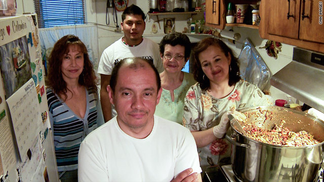 Jorge Munoz and his team prepare food for the homeless.