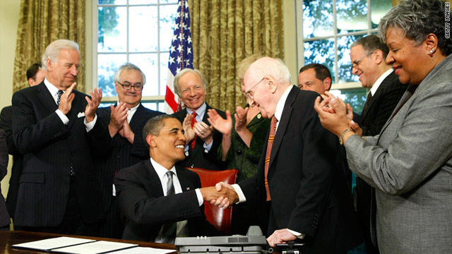 President Obama shakes hands with Frank Kameny after extending benefits to same-sex partners of federal workers in 2009.