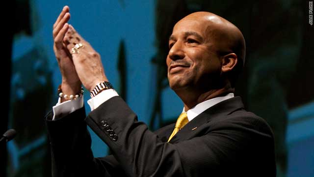New Orleans mayor Ray Nagin will leave office in May amid criticism over his efforts to rebuild the hurricane-hit city.