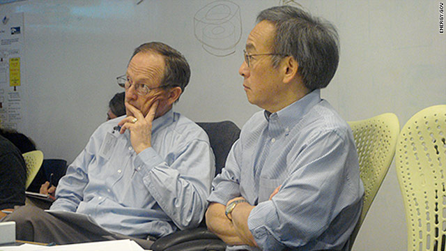 Energy Secretary Steven Chu, right, is briefed on the Gulf oil spill response in Houston, Texas.