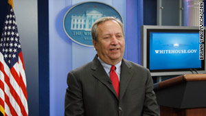 Larry Summers will remain in his post as director of the National Economic Council until the end of the year.