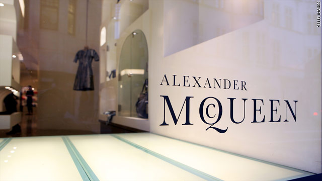 The storefront of Alexander McQueen is eerily empty the day of his passing.