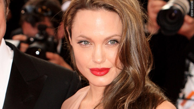 Angelina Jolie has been cast to play Kay Scarpetta but fans of the book series claim she doesn't fit the description.
