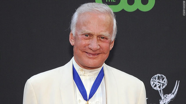 "Original moon walker Buzz Aldrin will once again dance live on television Monday night on ""Dancing With the Stars."""
