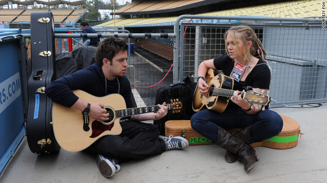 """Lee DeWyze and Crystal Bowersox will face off in an """"Idol"""" finale that hasn't come close to generating last season's buzz."""