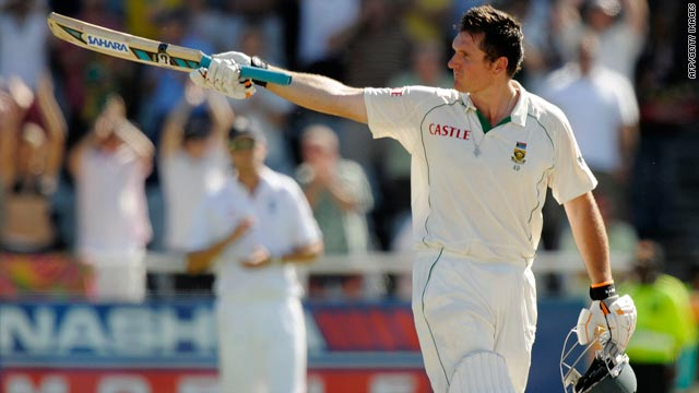 South Africa skipper Graeme Smith salutes the crowd after posting his 19th century in Test cricket.