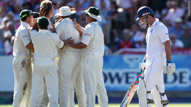 South Africa's players congratulate spinner Paul Harris after he captured the wicket of England captain Andrew Strauss.