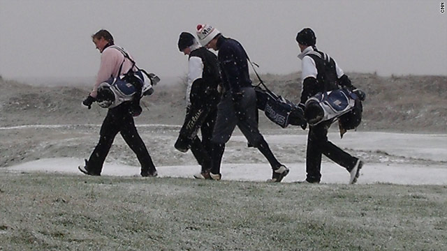 "Graduates from Oxford and Cambridge hit the frozen fairways to keep the tradition of the ""Presidents Putter"" alive."