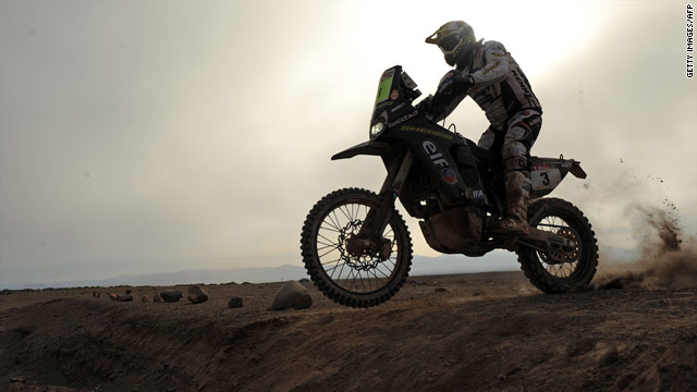 French motorcyclist David Casteu has been forced to retire from the Dakar Rally after he suffered a broken leg.