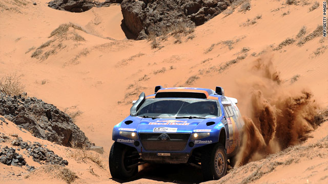 Nasser Al-Attiyah's 11th stage victory means he has closed the gap on Dakar leader Carlos Sainz to just over four minutes.