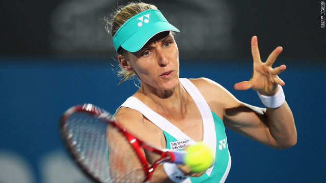 Elena Dementieva is through to the semifinals in Sydney after crushing fellow-Russian Dinara Safina.