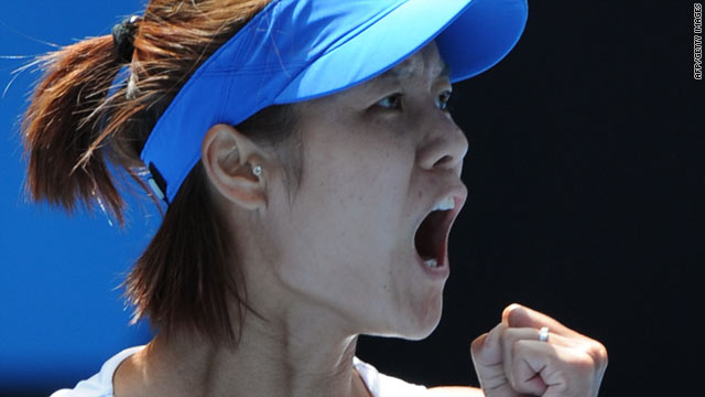 Li Na rallied from a set and 2-4 down to upset sixth seed Venus Williams and reach the semifinals in Melbourne.