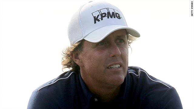 Mickelson has decided against using his controversial square-grooved wedge in Los Angeles.