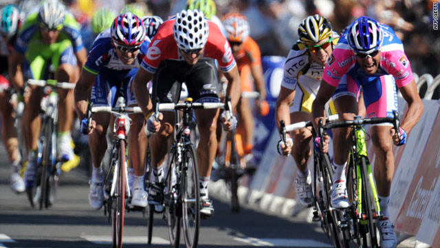 Alessandro Petacchi (far right) outsprints Hushovd and Renshaw to claim the first stage in Brussels.