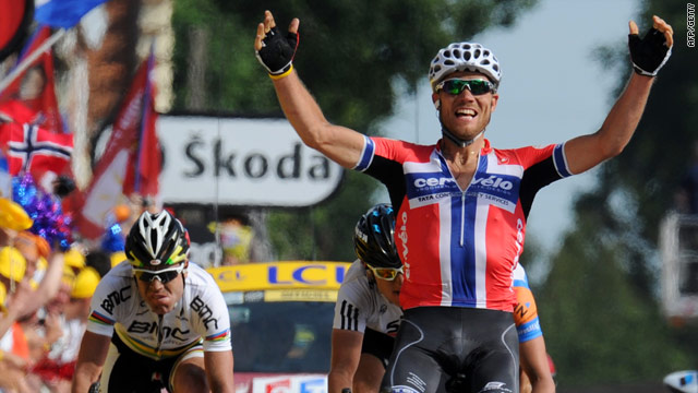 Thor Hushovd wins the third stage ahead of Geraint Thomas and Cadel Evans (far left)
