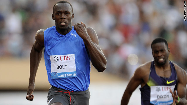 Usain Bolt showed no ill effects from his recent injury with a comfortable 100m victory in Lausanne.