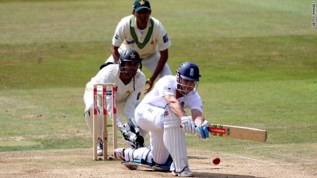 England captain Andrew Strauss made 53 not out as Pakistan were beaten in the second Test.
