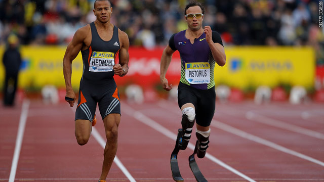 Oscar Pistorius finished seventh in an able-bodied 400m B race in wet conditions in London on Friday.