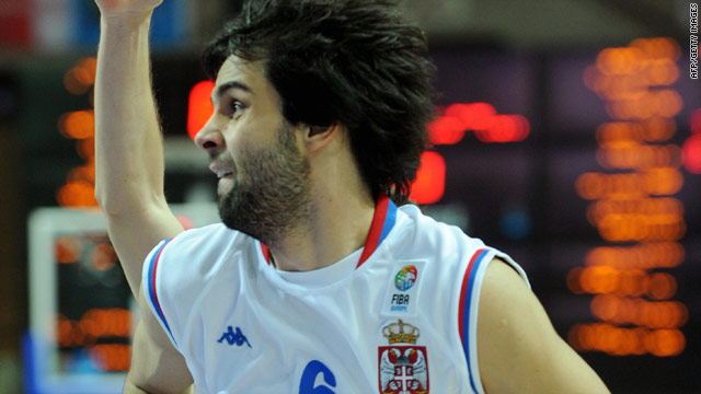A late three-pointer from Milos Teodosic ensured Serbia edged through to the world basketball semifinals.