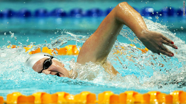 Olympic champion Rebecca Adlington has reached the final of the 800m freestyle despite suffering from illness.