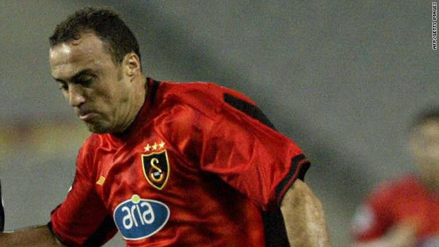 Former Galatsaray player Arif Erdem was among the people held by Turkish police investigating match-fixing.