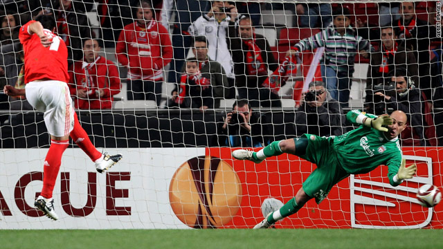 Benfica striker Oscar Cardozo converts the first of his two penalties past Liverpool goalkeeper Pepe Reina